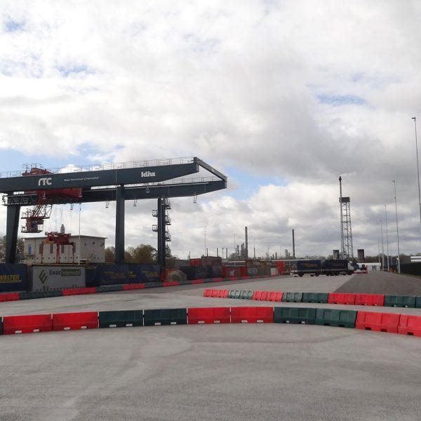 barriers op bedrijventerrein